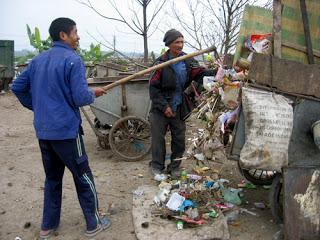 Xe gom rác: Giúp cải thiện môi trường xung quanh