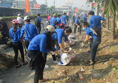 Xe gom rác: Chung sức cùng đoàn thanh niên làm sạch môi trường