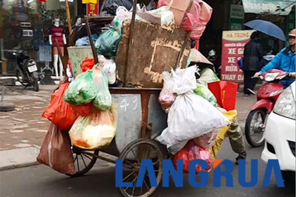 Thực Trạng Quá Tải Của Xe Gom Rác Ở Hà Nội