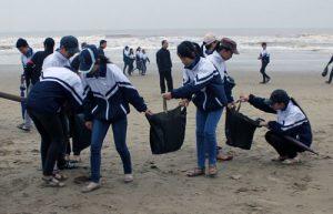 Cùng Xe gom rác giữ gìn môi trường biển đảo