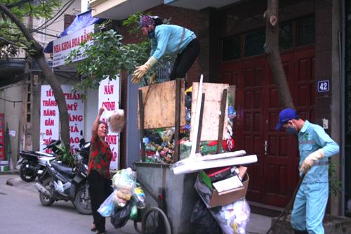 Xe gom rác: Thu gom rác thải nên cách tân từ hiểu biết của con người Thủ Đô