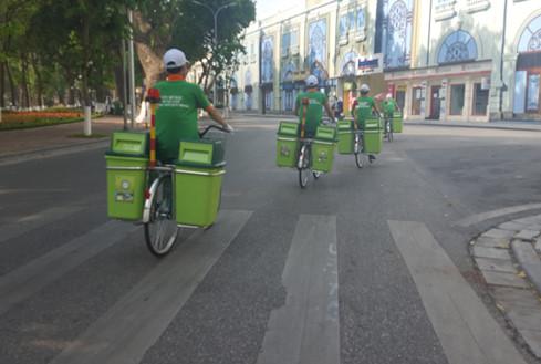 Hà Nội: Ngỡ ngàng Thay Thế Xe Gom Rác Thông Thường bằng Xe Đạp